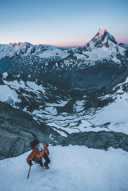 aufstieg-morgen-bergsteigen-equipment