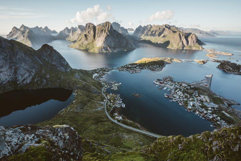 ausblick-meer-strasse-norwegen-fjorde