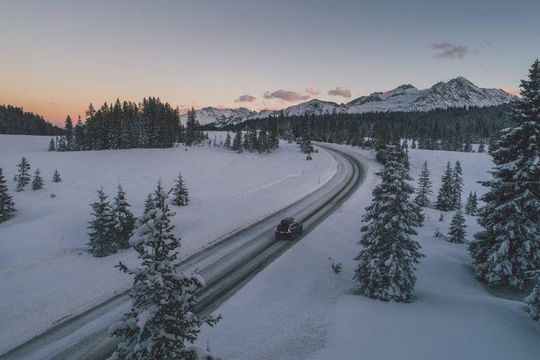 auto-landschaft-sonnenuntergang-winter