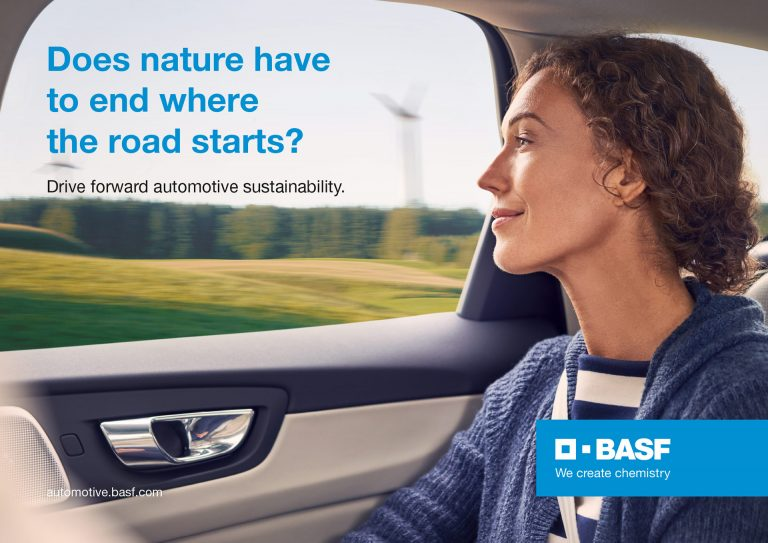 autofenster-frau-natur-werbekampagne