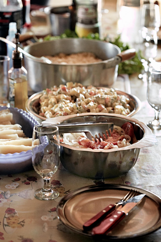 barbecue-salat-tisch-gedeckt-tramontina