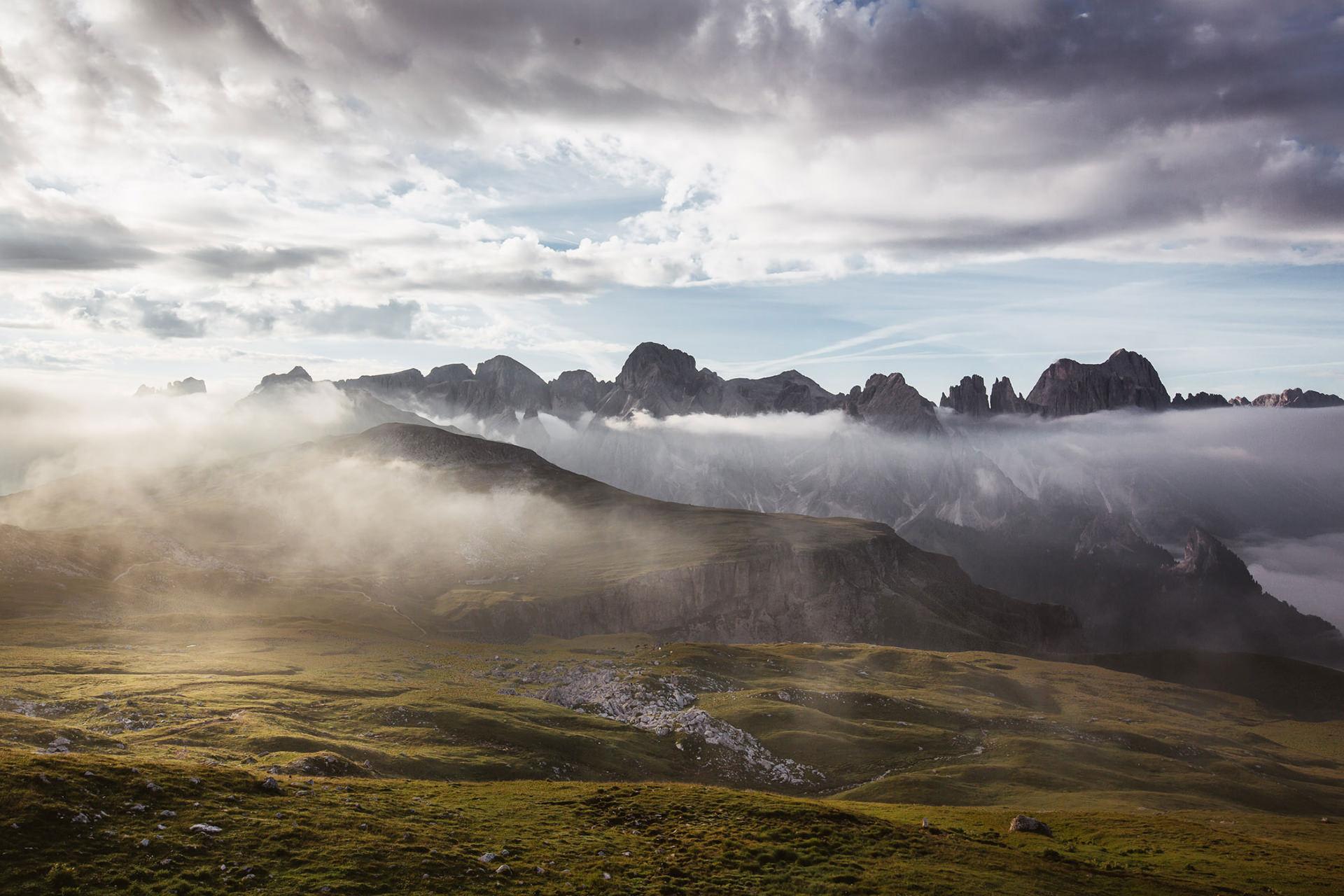 berge-panorama-sonne-wolken-stimmung