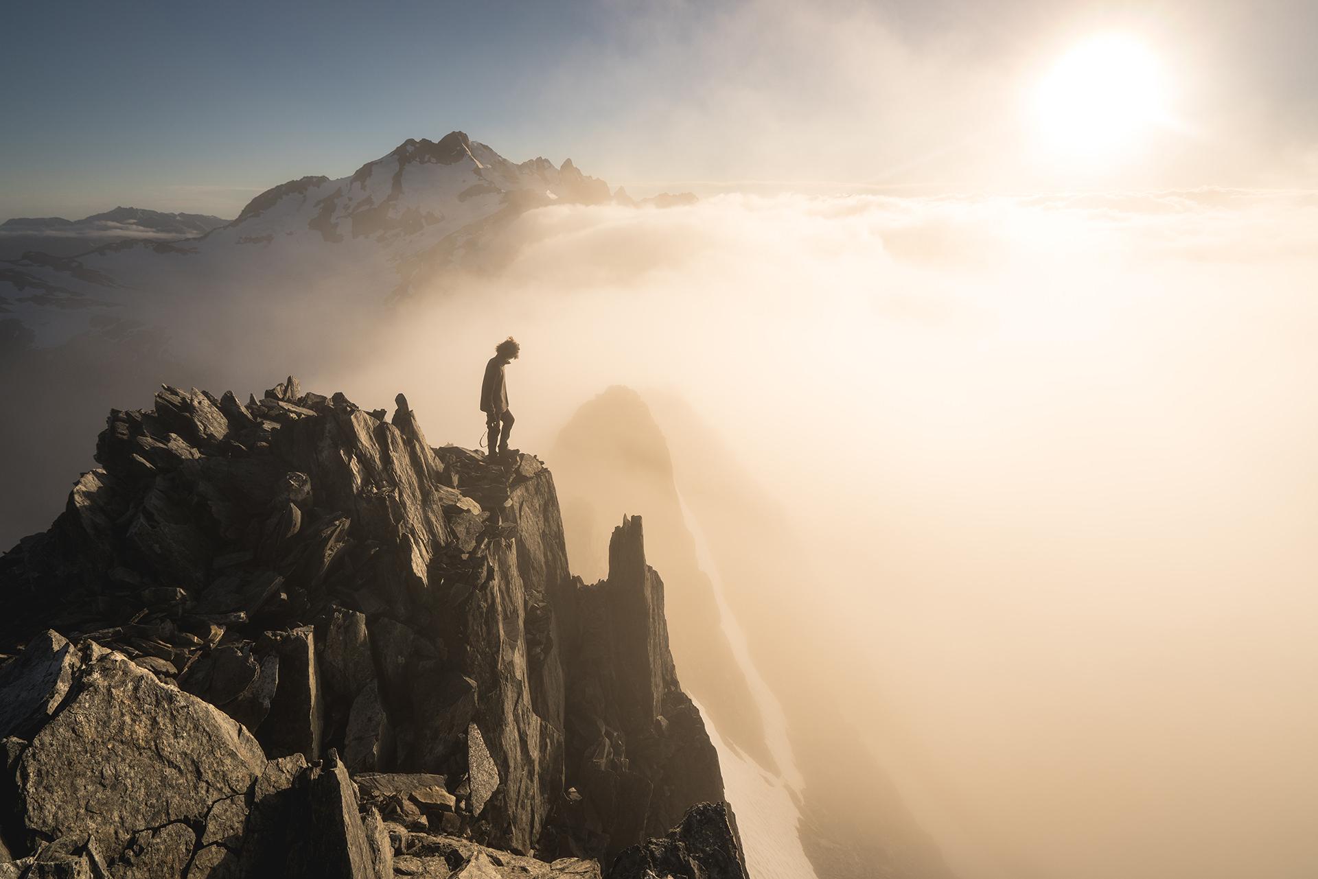 bergkamm-wandern-sonne-wolken-stimmung