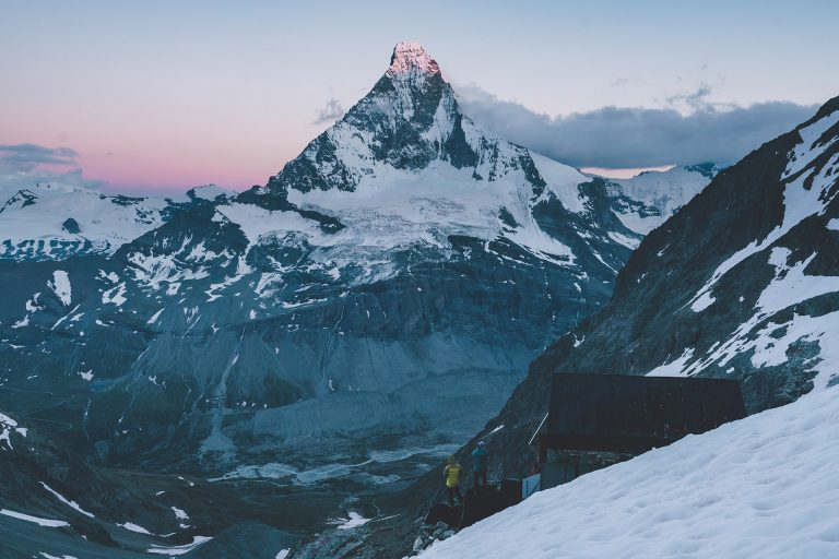 bergsteigen-gipfel-sonnenuntergang-schnee