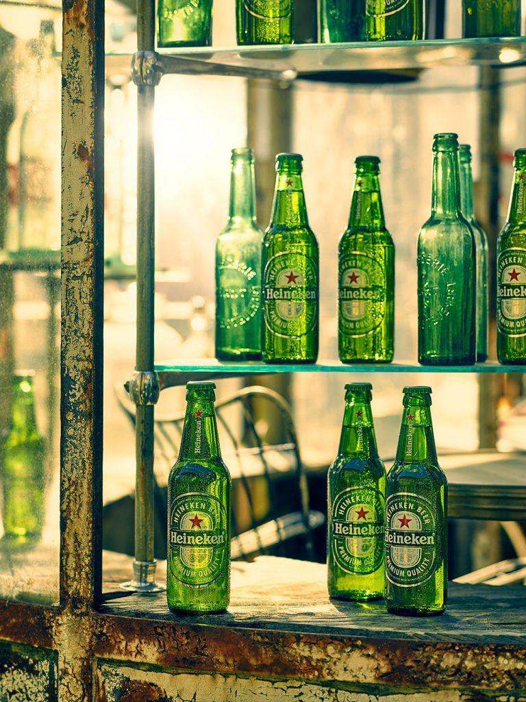 bier-flasche-regal-sonne-heineken