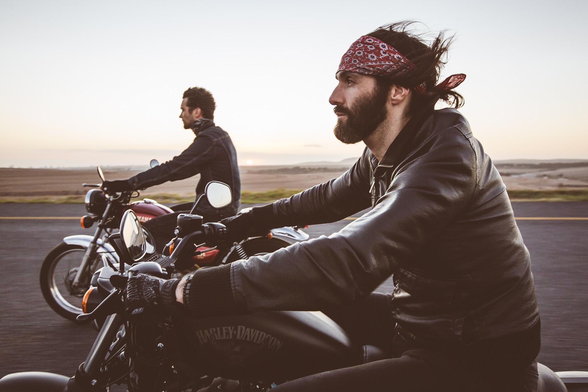 biker-trip-motorrad-fahren-freunde