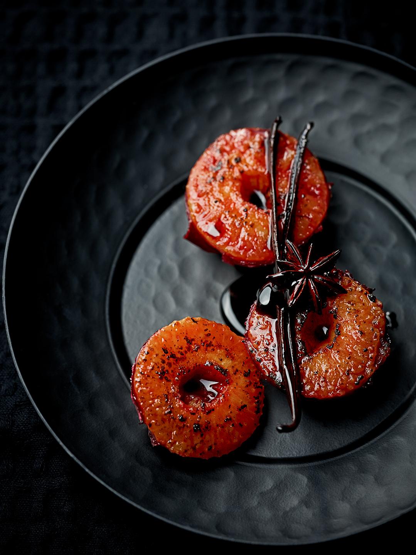 black-food-frucht-karamellisierte-pflaumen