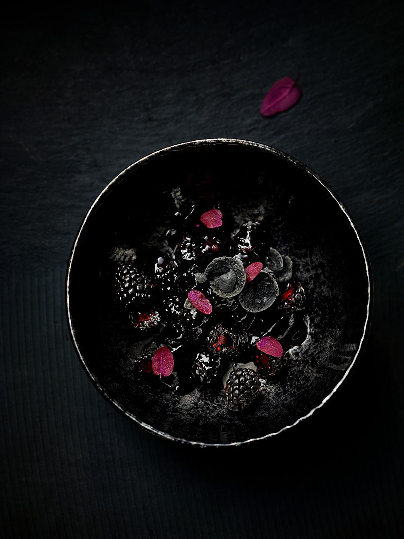 black-food-fruechte-brombeergruetze