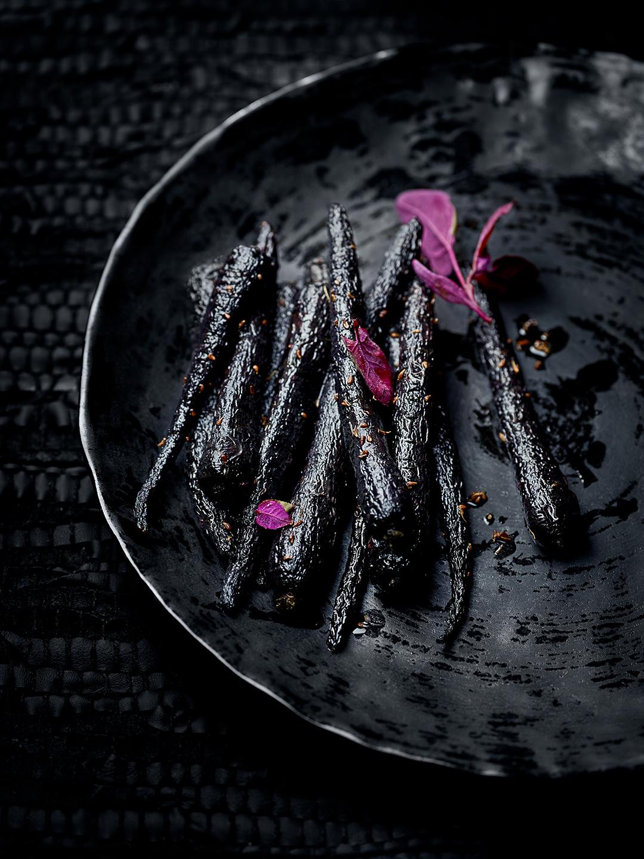 black-food-gemuese-lila-moehren-karotten