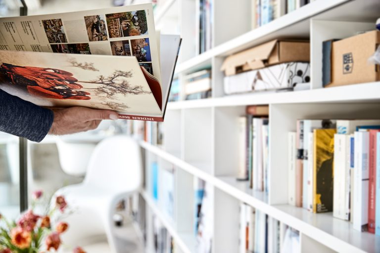 buch-bibliothek-lesen-okal-haus