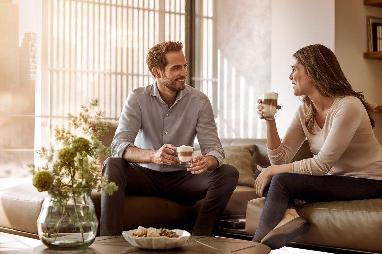 couch-kaffee-trinken-paar-siemens