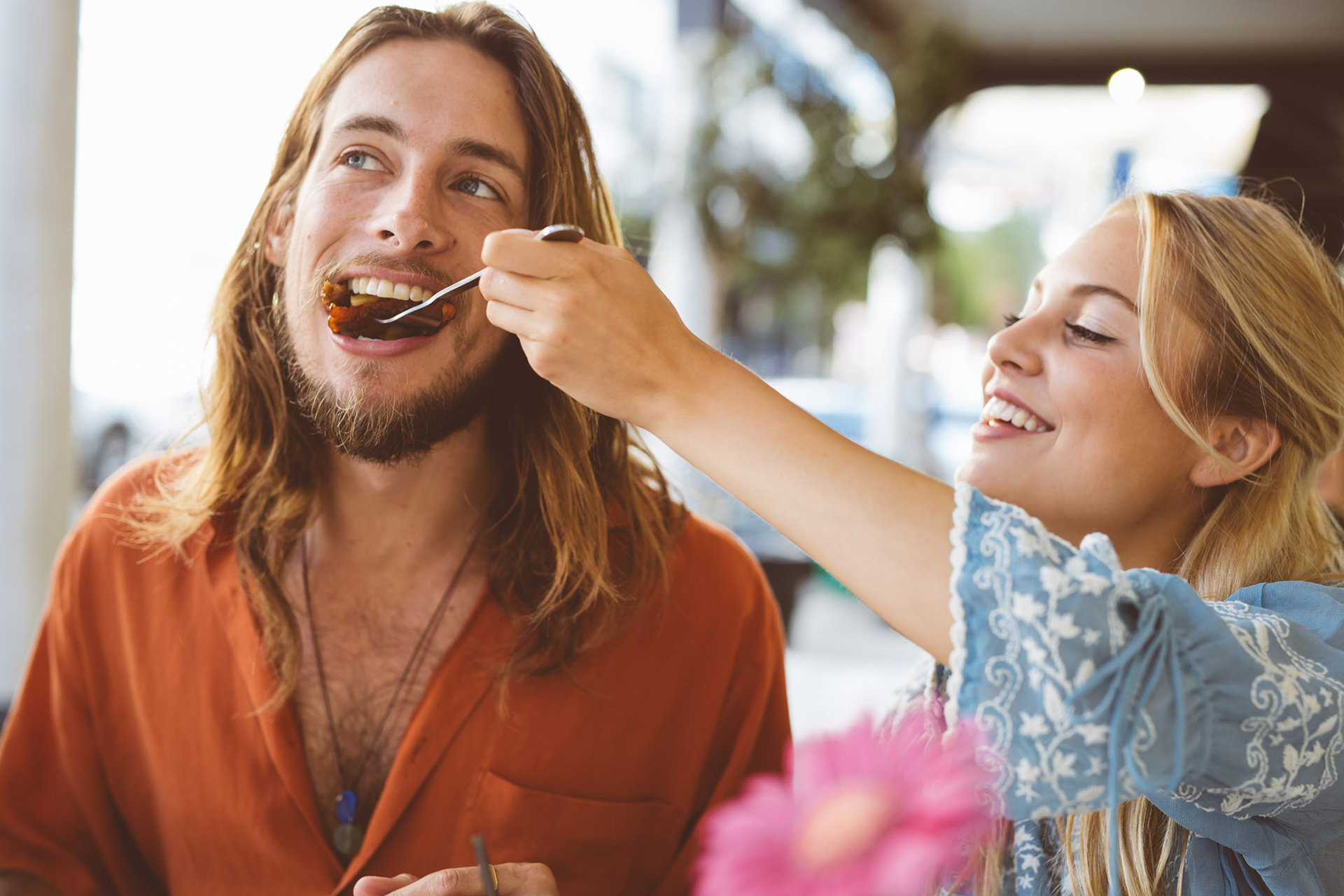 couple-feeding-food-fun-outside