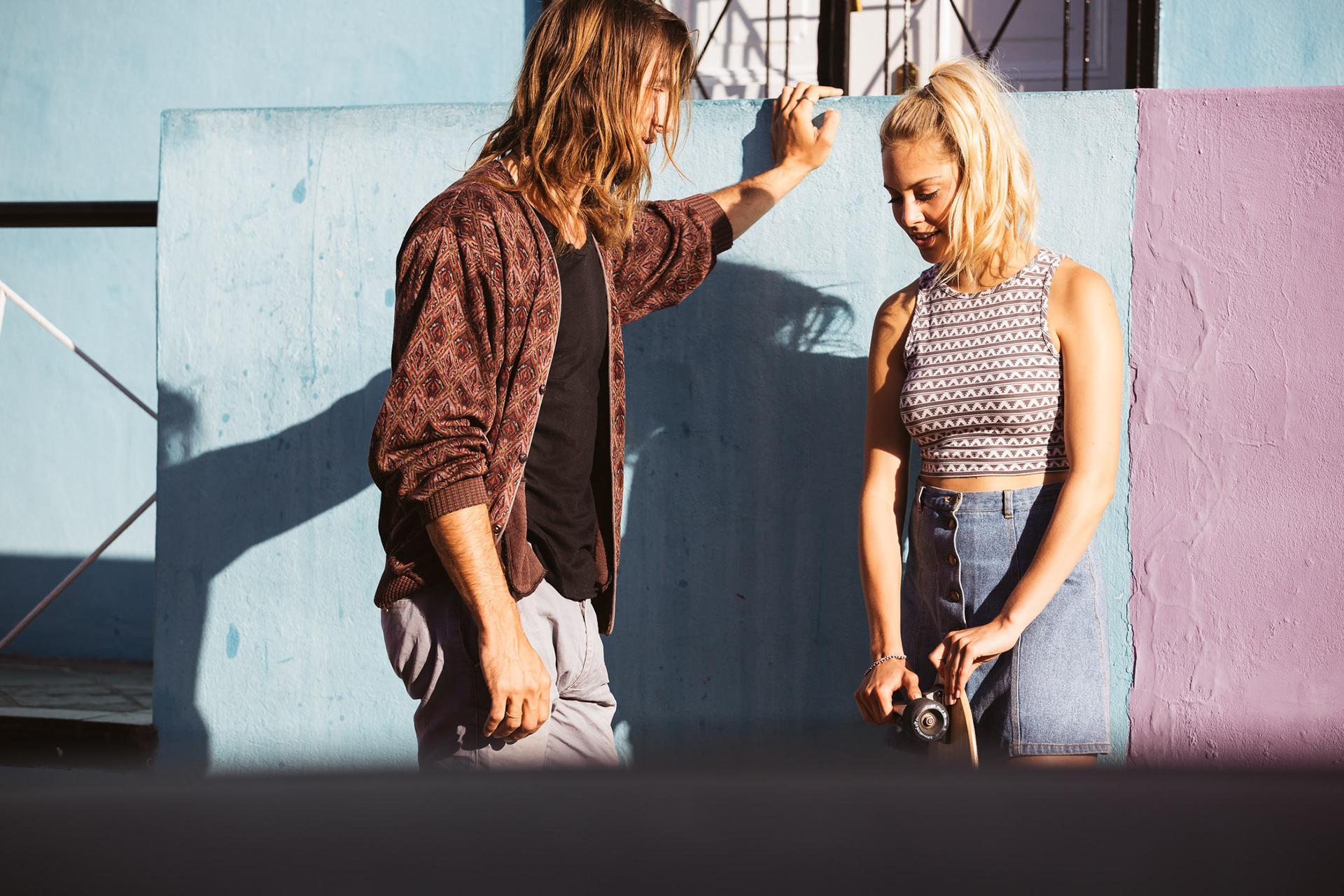 couple-street-style-colorful-skateboard