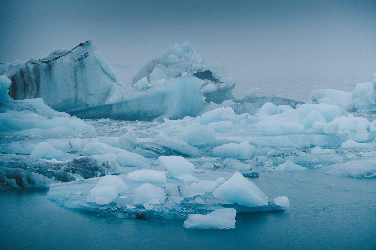 eisberg-meer-blau-dunkel
