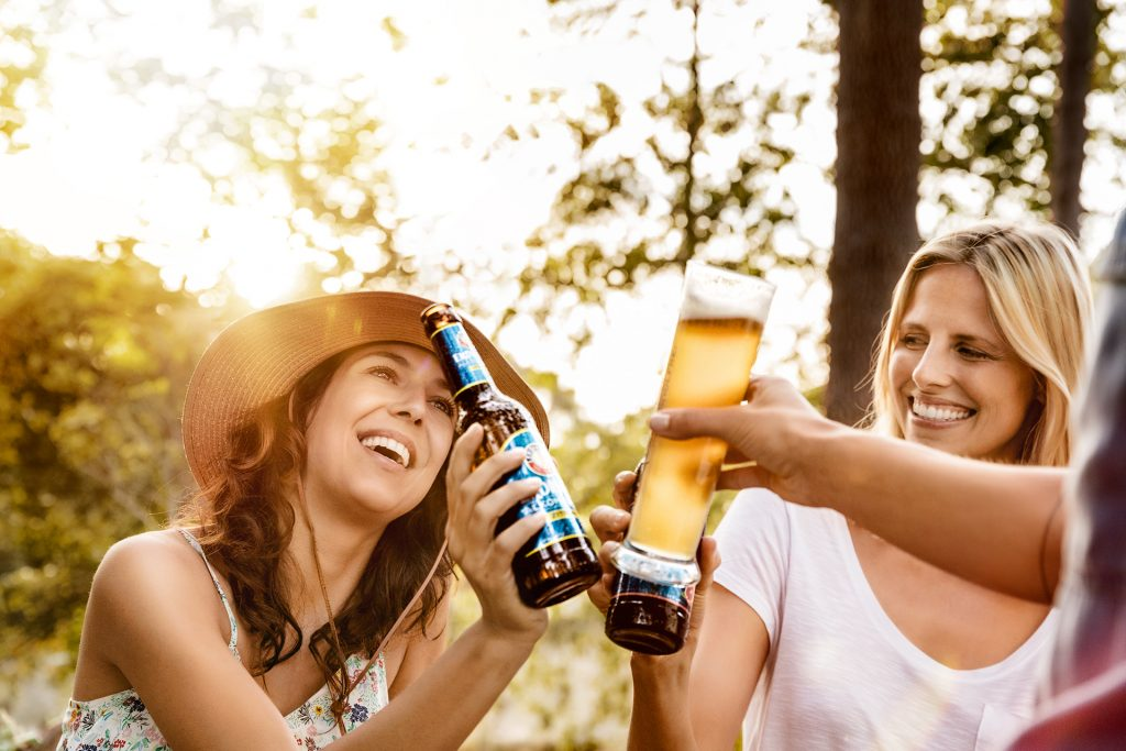erdinger-alkoholfrei-bier-picknick-frauen
