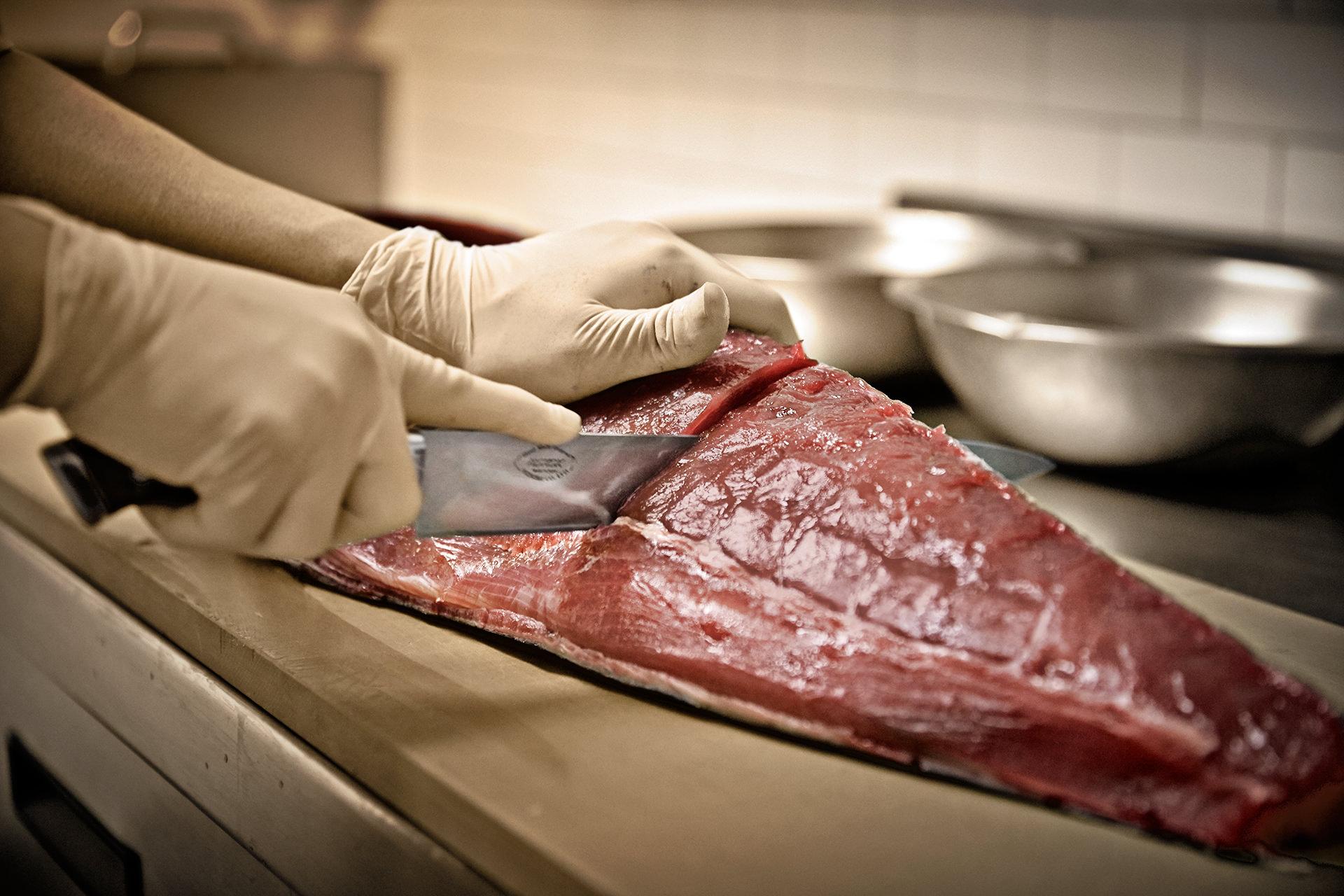 fish-cutting-knife-restaurant-japanese