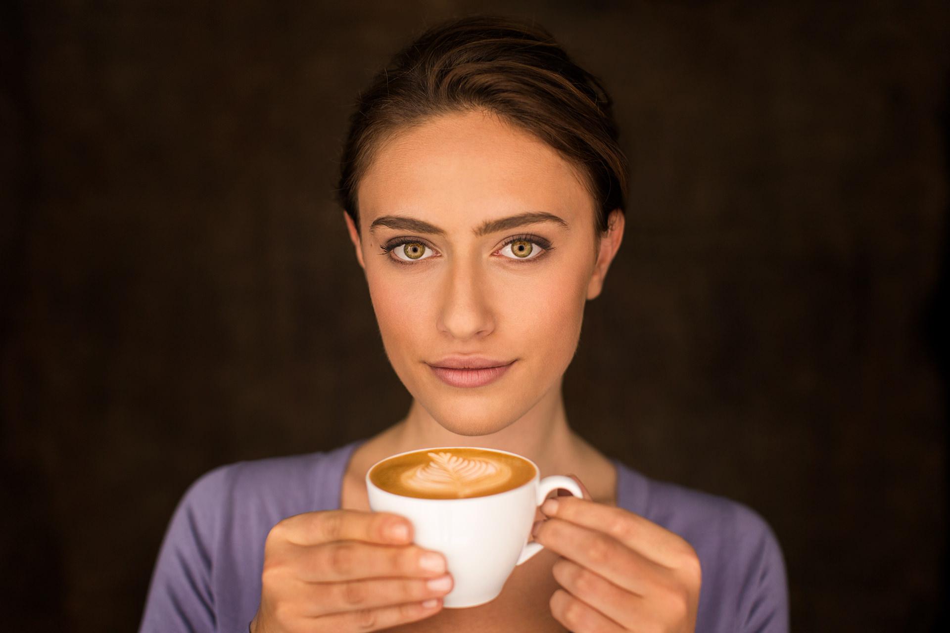 frau-portrait-kaffee-tasse-lidl