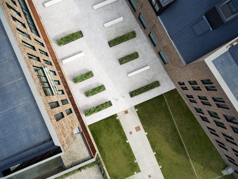 gebaude-gelaende-gruenflaeche-architektur-corporate