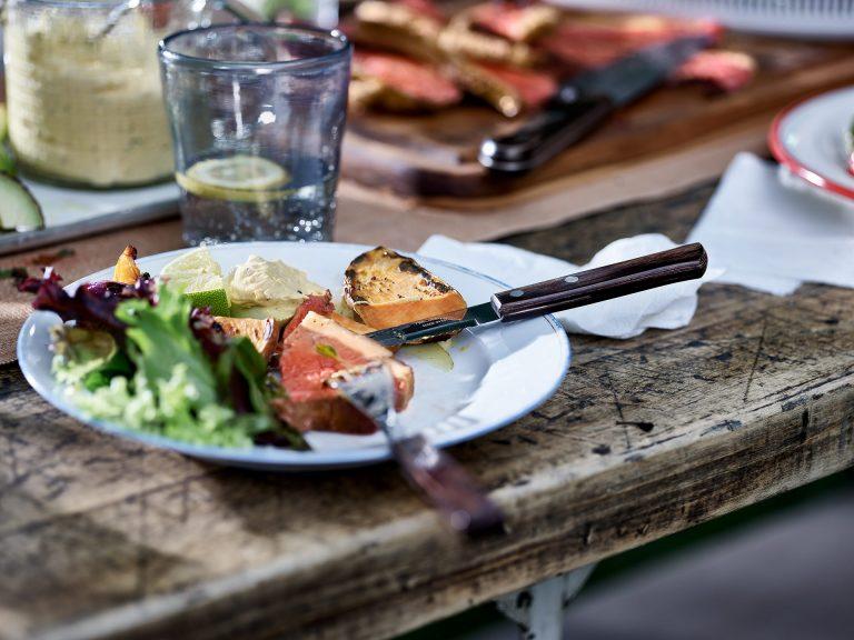 grillen-tisch-detail-steak-tramontina