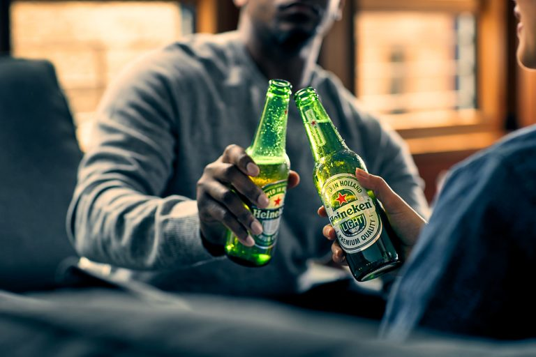 livingroom-cheers-beer-bottle-heineken