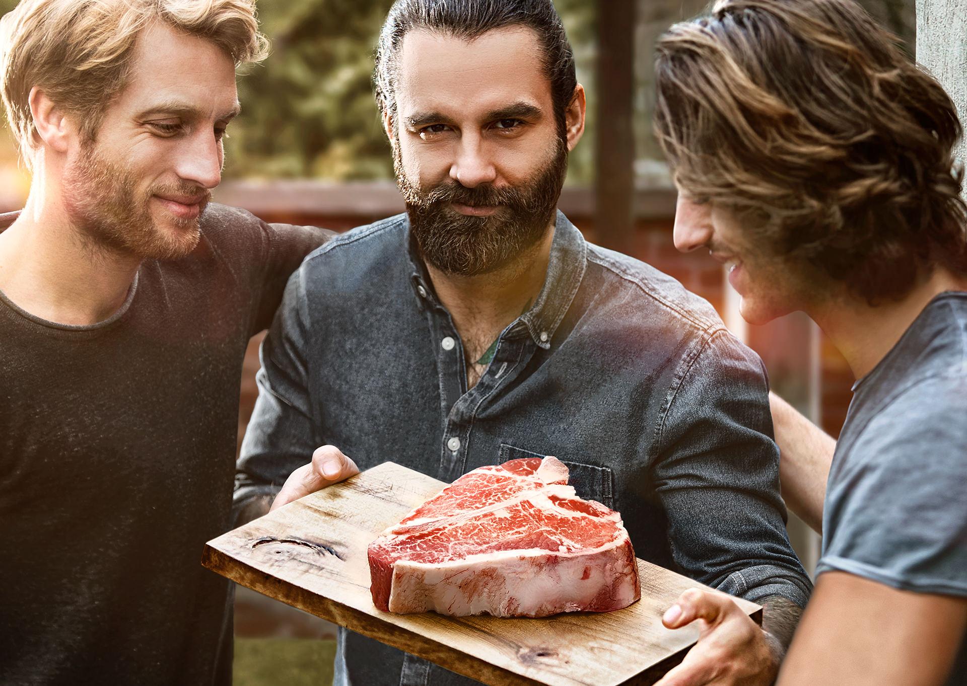 maenner-steak-grillen-loewensenf-kampagne