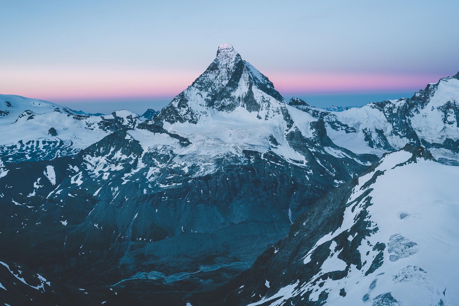 morgenstimmung-berge-gipfelblick-himmel-ruhe
