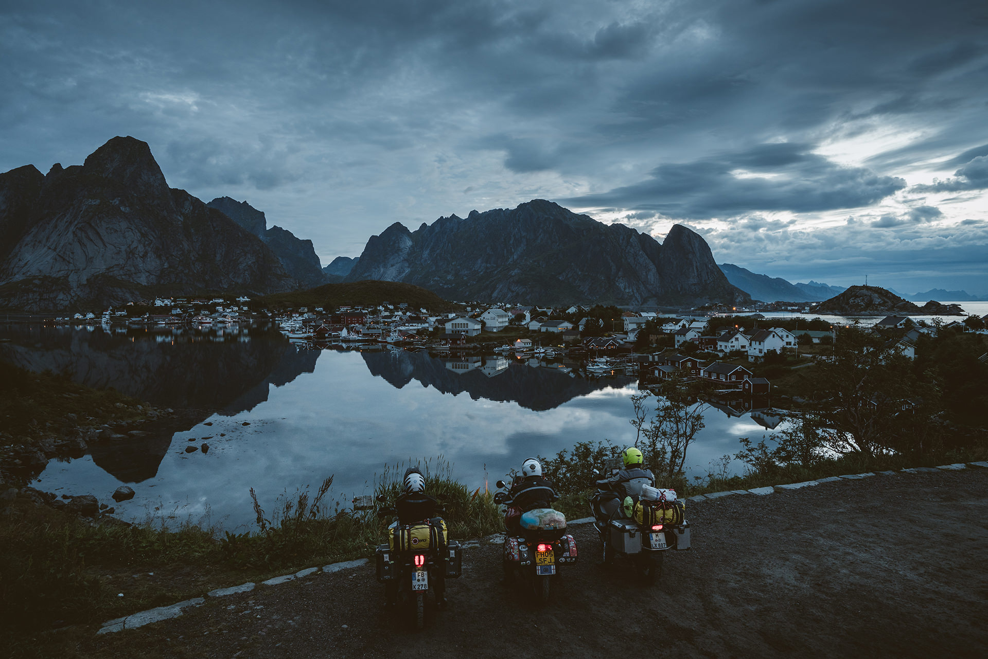 mottorad-tour-aussicht-fjorde-abend