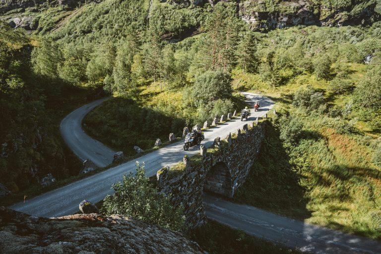 motorrad-tour-bruecke-wald-adac