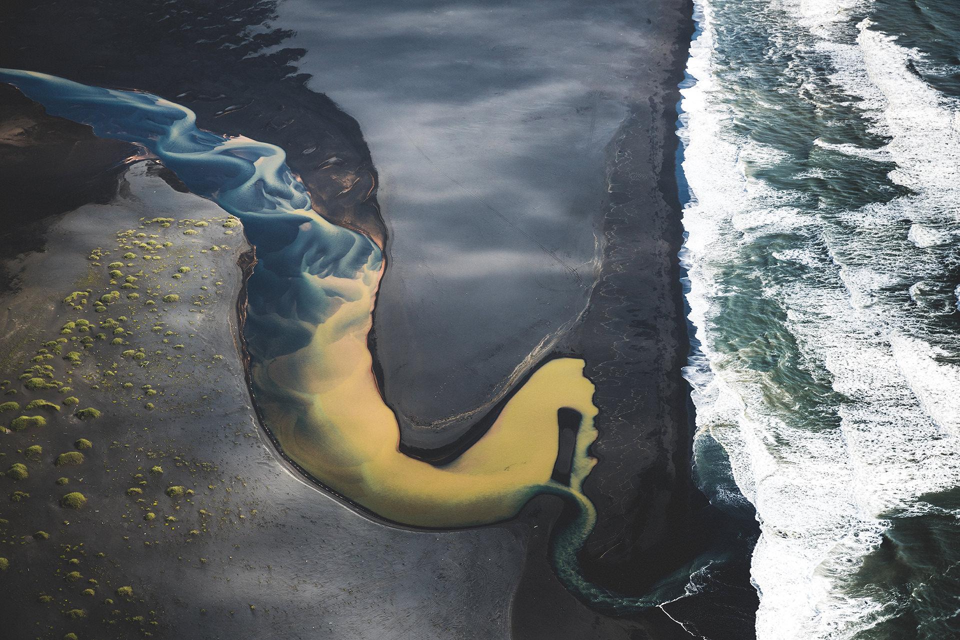 muendung-meer-gletscherfluss-bunt