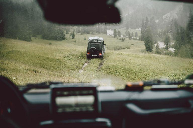 offroad-auto-berge-trip
