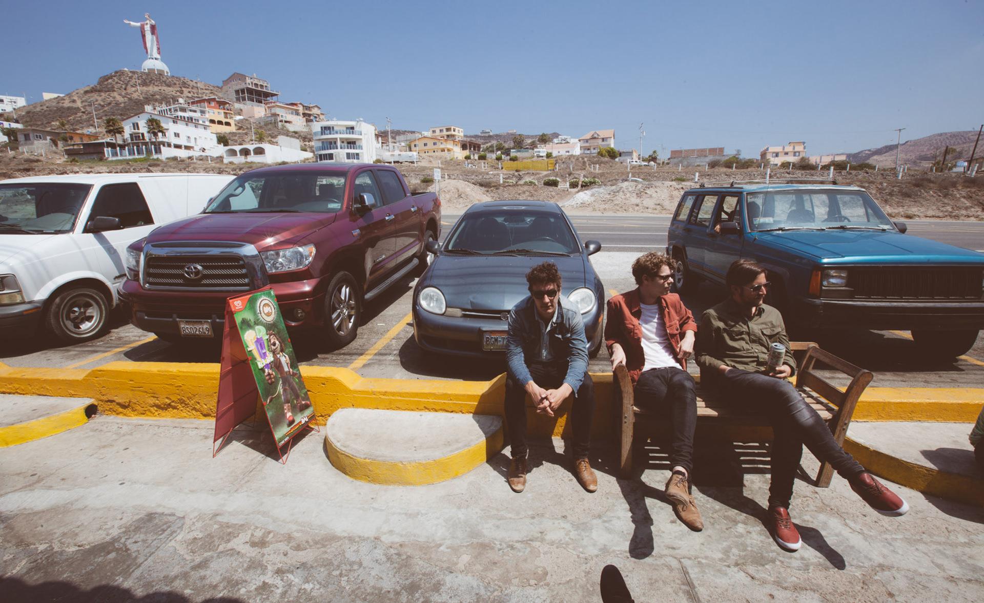 parkplatz-pause-freunde-tijuana-relaxen