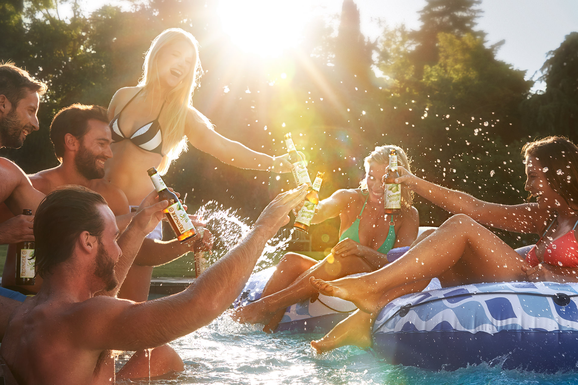 pool-party-people-erdinger-sommerweissejpg