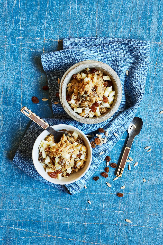 porridge-koernig-nuesse-apfel-schuessel