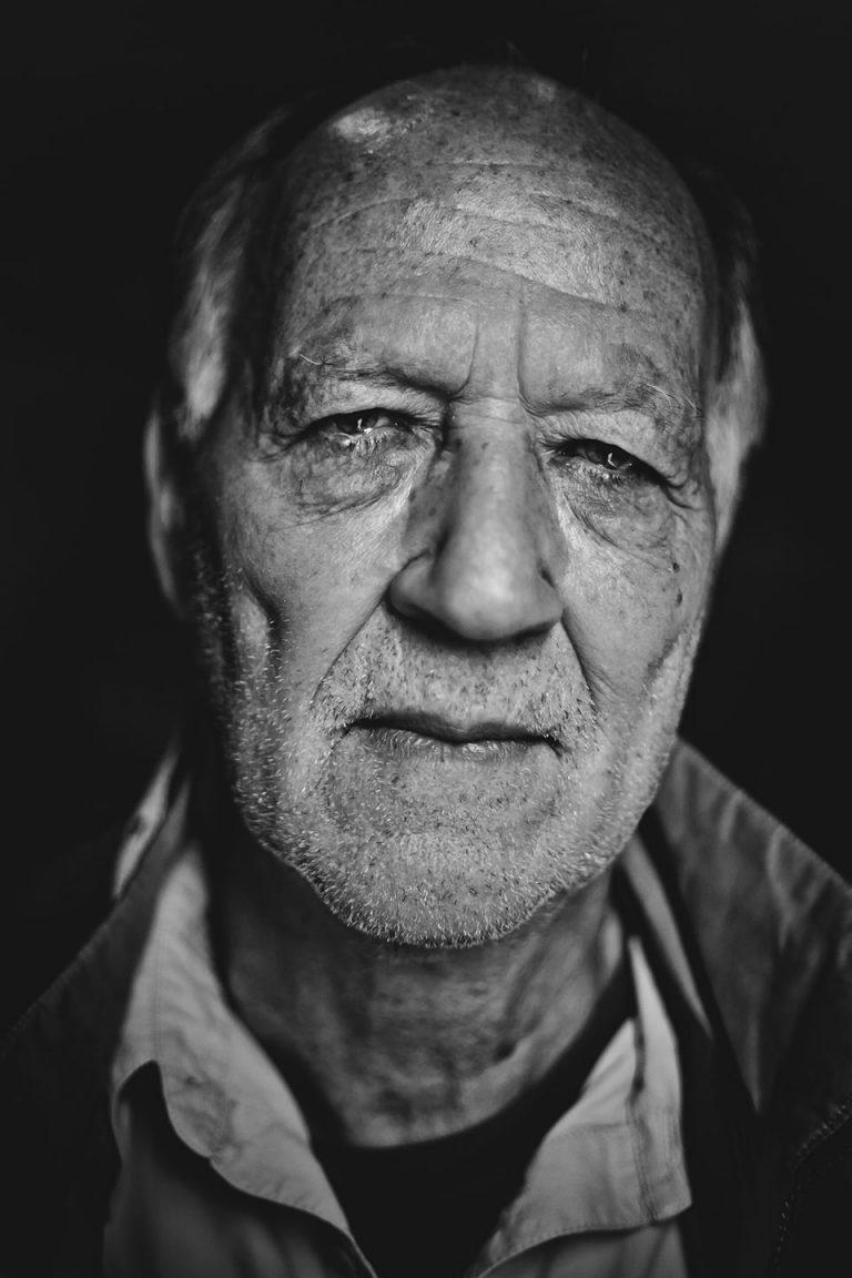 portrait-sw-nachdenklich-alter-werner-herzog