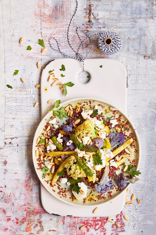 quinoa-feta-salat-teller-brett