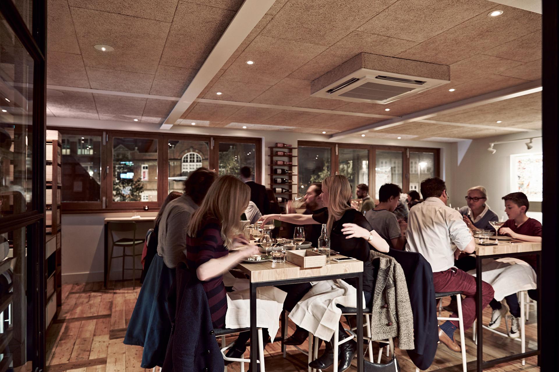 restaurant-london-upstairs-people-dinner
