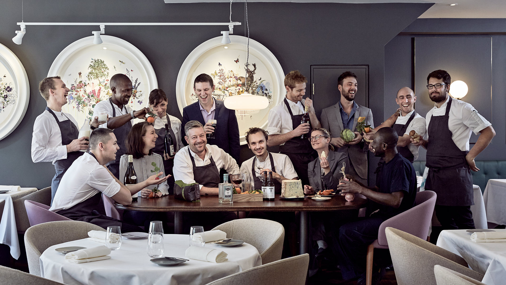 restaurant-staff-corporate-team-michelinstar
