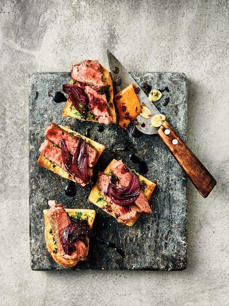 ribeye-steak-sandwich-aromatisiert-messer