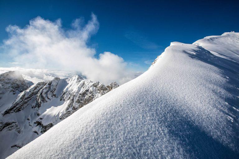 schnee-berg-sonne-gipfel-winter
