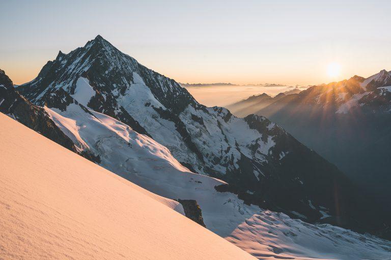 schnee-berg-sonnenuntergang-stimmung