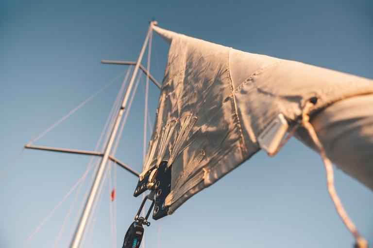 segel-mast-detail-boot-himmel