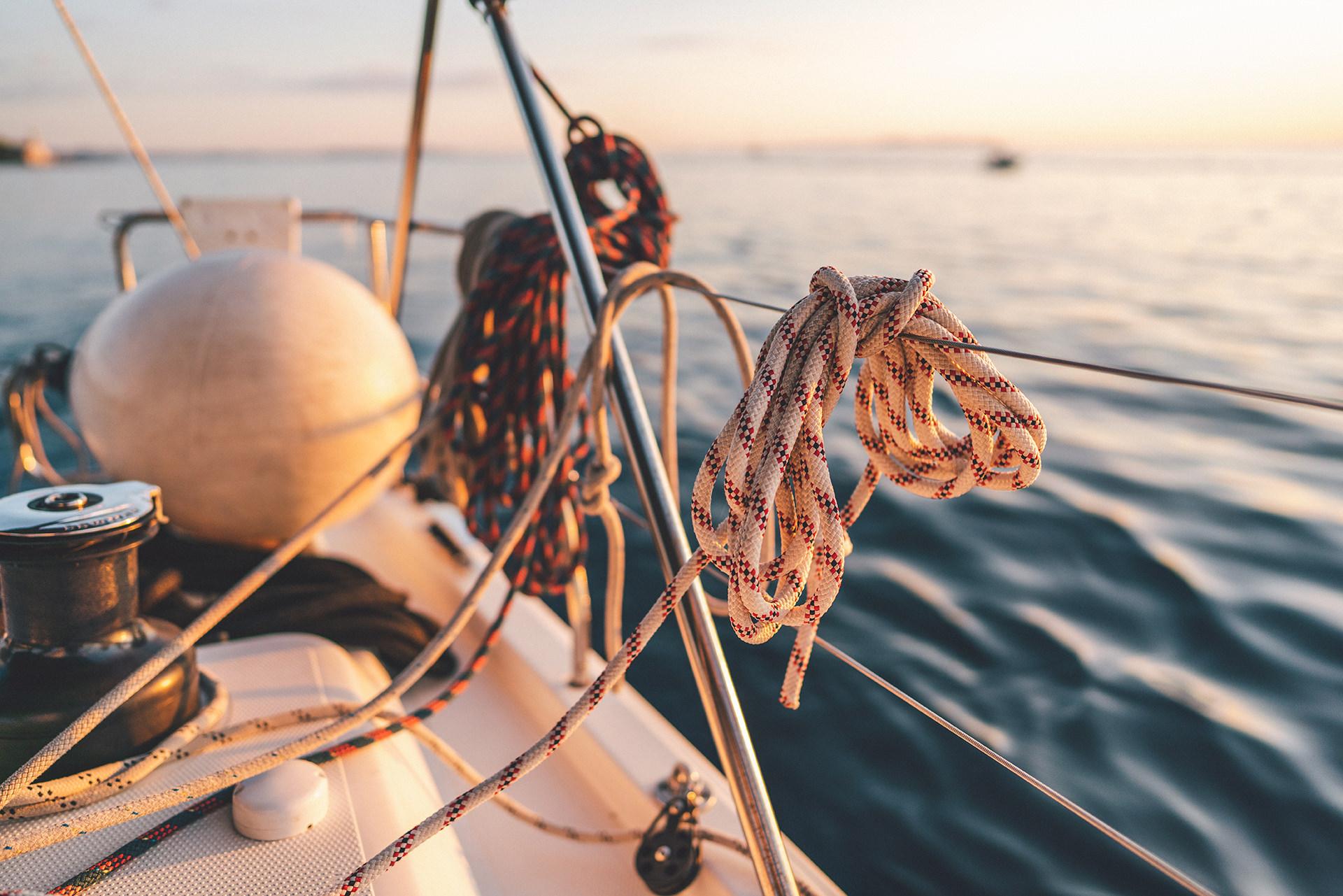 segelboot-reling-detail-seile