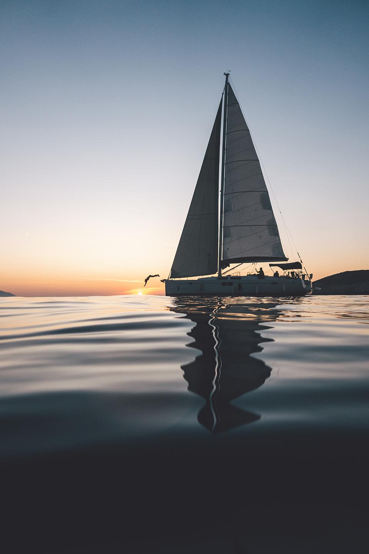 segeln-boot-wasser-sonnenuntergang-trip