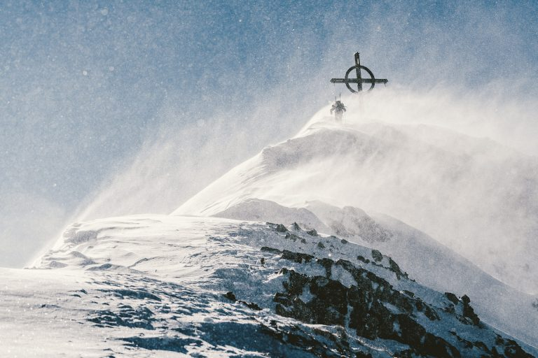 ski-tour-gipfel-kreuz-schneeboee