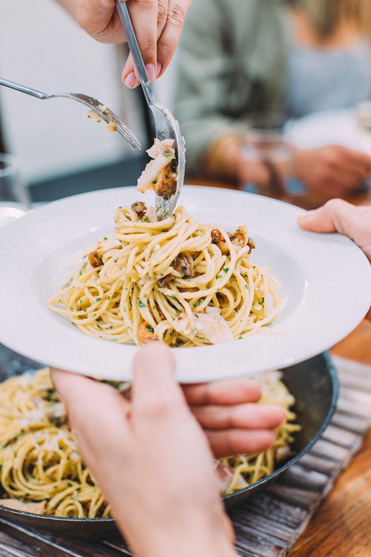 spaghetti-carbonara-haende-felicitas-then