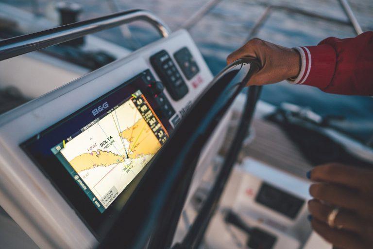 steuer-segelboot-hand-detail