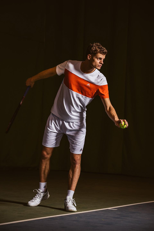 tennis-aufschlag-konzentration-fukos-ball