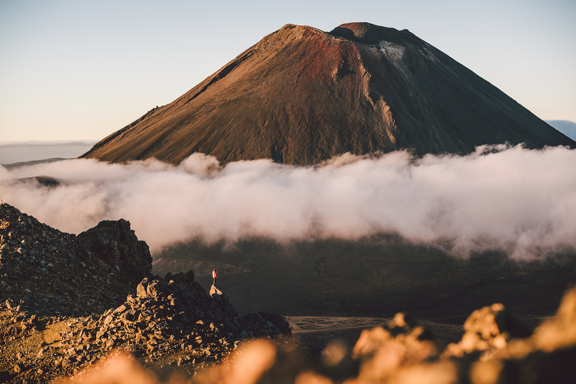 tongariro-crossing-volcano-sun-clouds