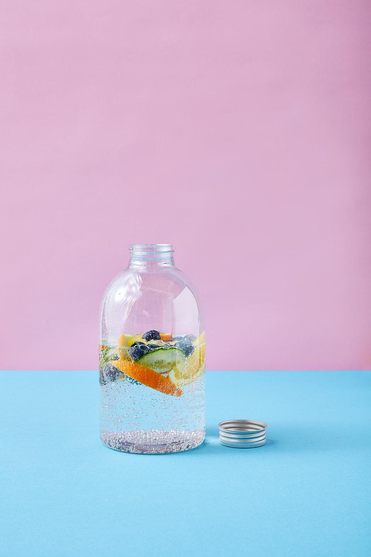 wasser-fruechte-gesund-gemuese-flasche