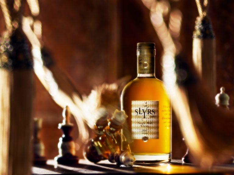 whiskey-drink-flasche-schach-slyrs